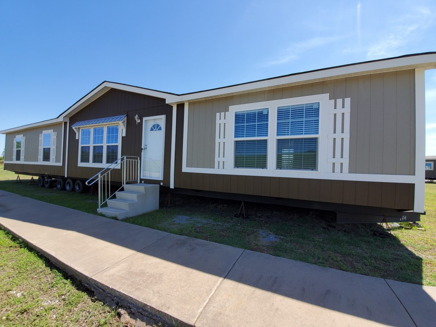 The Maverick - Nunn Homes - Manufactured Homes & Mobile ... on wonderland homes, laredo homes, forest hills homes, newport homes, repo clayton mobile homes, state homes, madonna homes, legacy 18 wide mobile homes,
